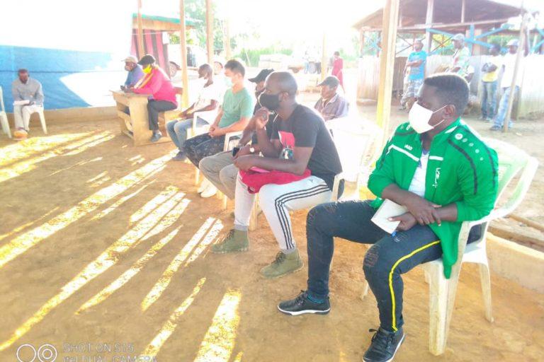 Membres de la communauté de Massaha pendant la visite du Directeur Générale de la Faune et des Airs Protégées, Lucien Massoukou, les 14 et 15.