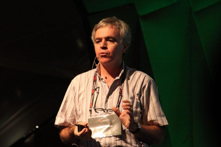 """""""O ar, antes sempre úmido, está progressivamente mais seco, tornando a floresta inflamável"""", alerta Antonio Nobre"""