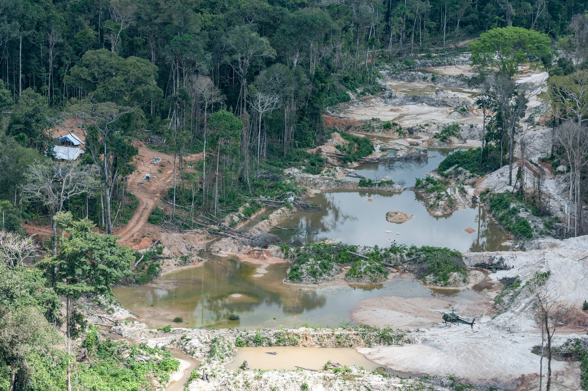 Vista aerea de uma mina ilegal na Terra Indígena Munduruku.