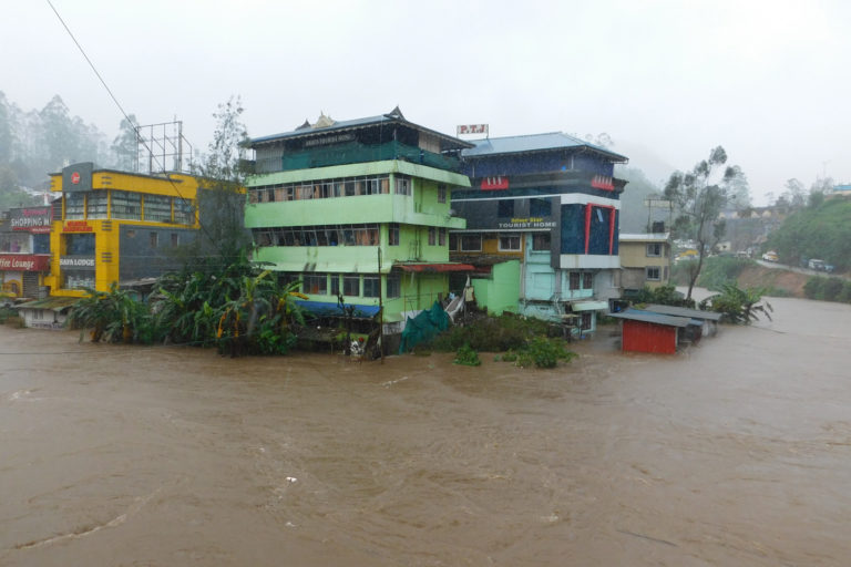 Floods inundated the tourist town of Munnar. Photo credit: Prasad Ambatt.