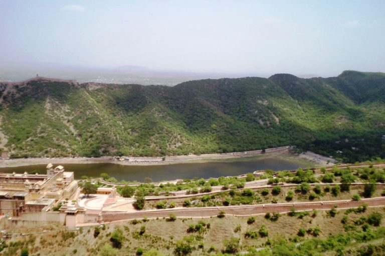 A hill fort in Rajasthan, situated in the Aravalli hills. Photo credit: Yogesh Jain/Wikimedia Commons.