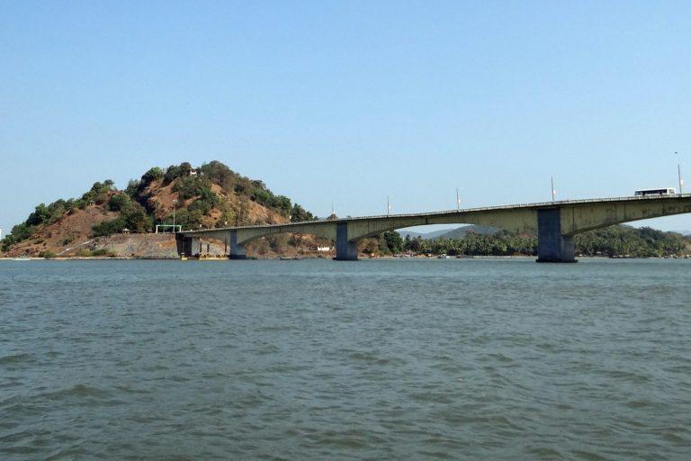 A bridge on the Kali river. Photo credit: Sarangib/Pixabay.