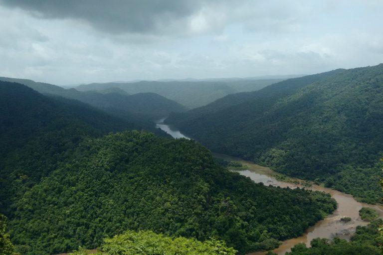 The Kali river running through Dandeli. Photo credit: Pixabay.