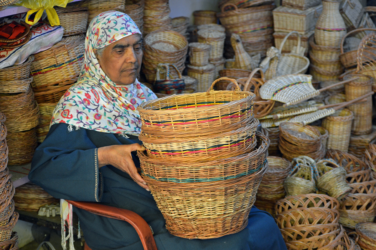 A customer examines wicker baskets before buying one at Hazrathbal. Credit: Athar Parvaiz/Mongabay.