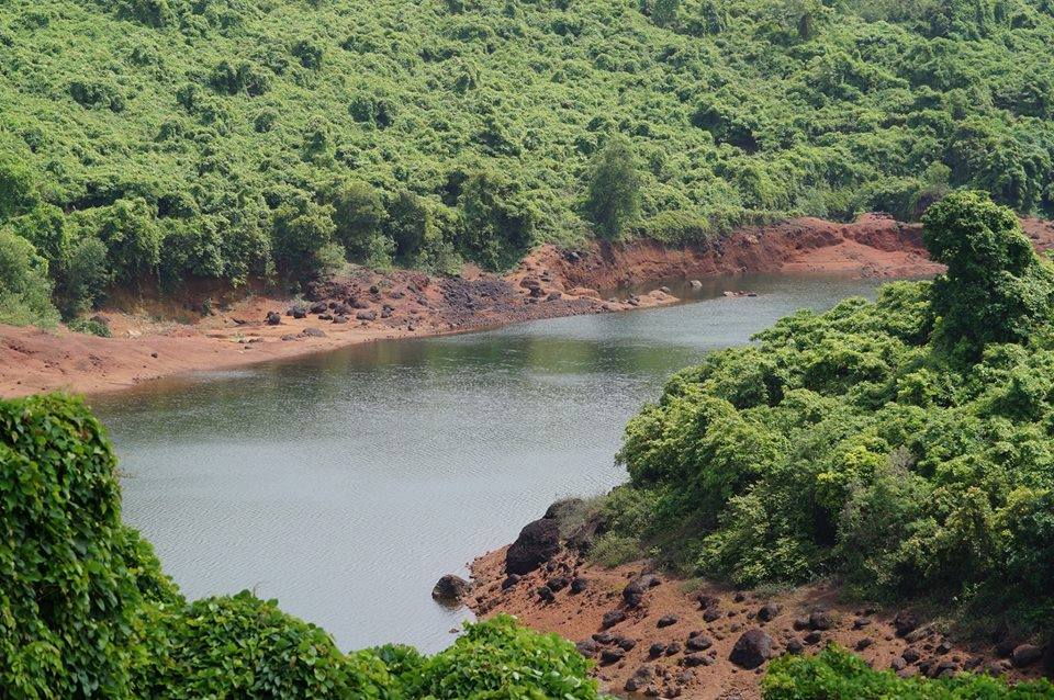 Bondvol lake is officially owned by a local comunidade, an ancient village land-owning institution in charge of common village lands. Photo by Arturo D'Souza.