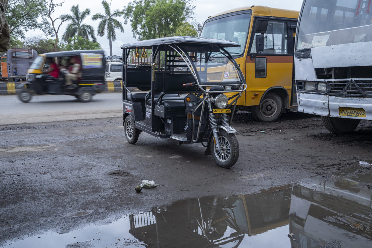Electric rickshaws are noiseless and cause zero direct-emissions making them a clean and affordable transport option. Photo by Kartik Chandramouli/Mongabay India.