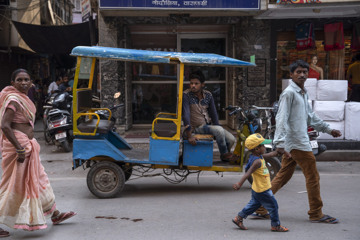 An electric rickshaw, locally known as to-to, on the streets on Varanasi. Photo by Kartik Chandramouli/Mongabay India.
