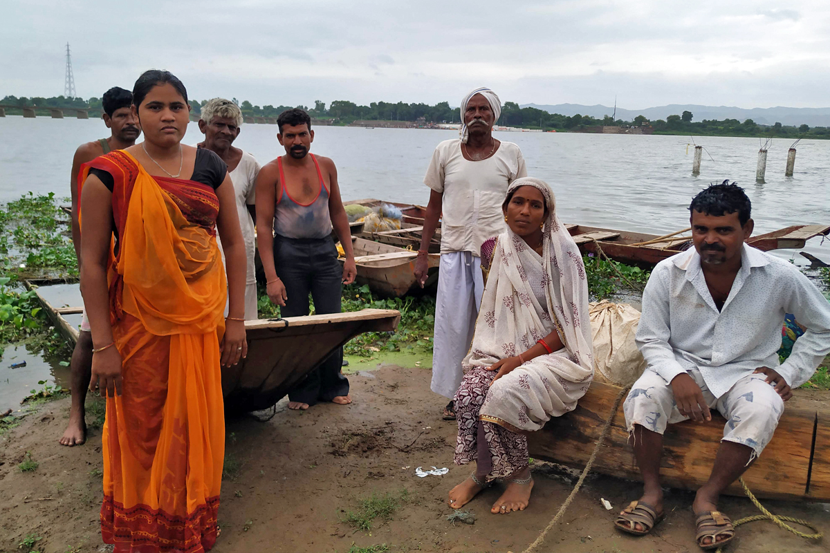 The farmer-turned-fishing community along the Narmada river in Dhar district in Madhya Pradesh face a threat to their livelihood due to the damage caused to the river by the dam, sand mining and pollution. Photo by Hridayesh Joshi.
