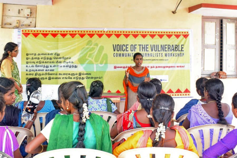 Voice of the Vulnerable workshops trains young community journalists from Vizhunthamavadi and nearby villages to document stories about the impact of climate change and the environment in the community's daily lives. Photo by Kalanjiam Samuga Vanoli.