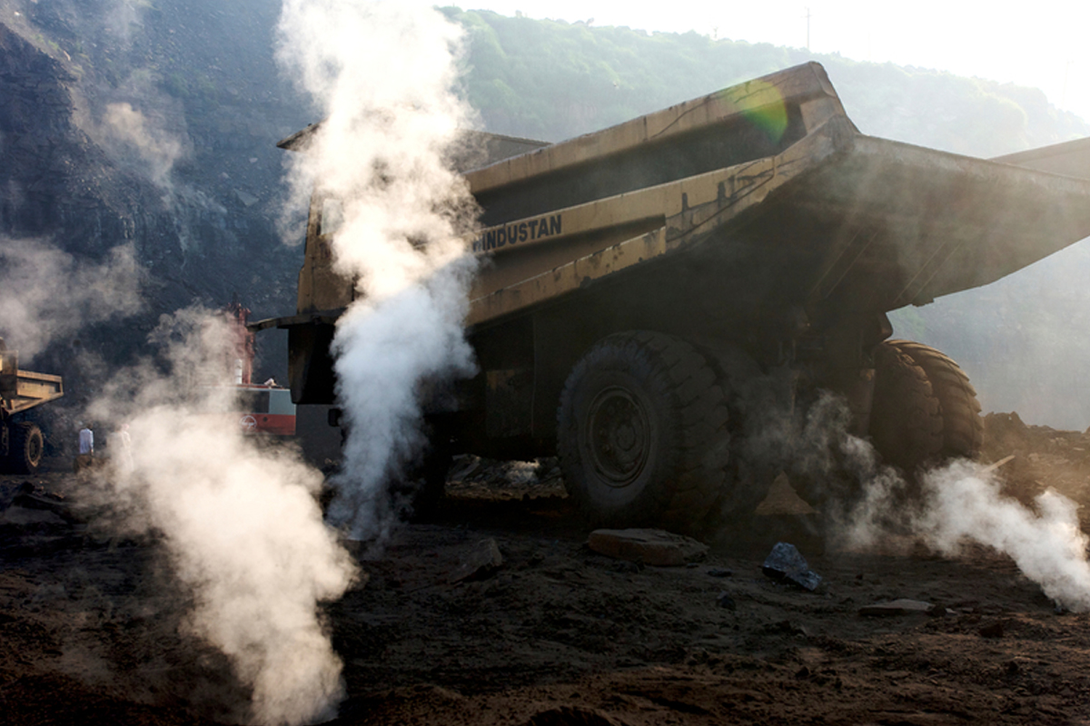Noxious fumes from the coalfield fires and opencast mining have turned Jharia into the pollution capital of the country, severely impacting the health of local residents. Photo by Peter Caton/Greenpeace.