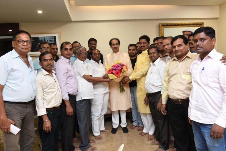 Konkan Refinery Prakalpa Virodhi Sangharsha Sanghatana members thank Uddhav Thackeray in Mumbai after the oil refinery in Nanar was shelved. Photo by Satyajit Chavan..