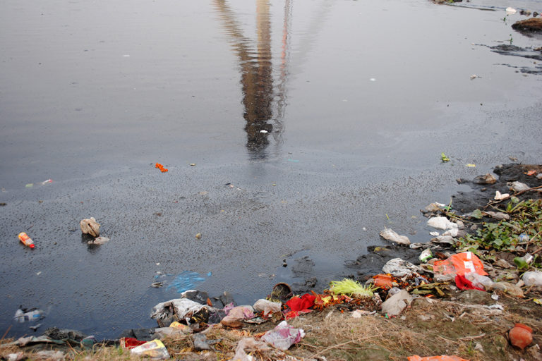 A stagnated Yamuna resembles a drain of sewage and chemical effluents in Delhi. Photo by Tej Bahadur Singh.