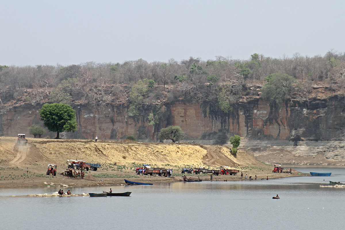 Sand mining at river Betwa on the border of Uttar Pradesh and Madhya Pradesh. The cliffs in the background are the natural habitats of long-billed vultures and Egyptian vultures. Photo by Akhilesh Kumar, Indian Biodiversity Conservation Society.