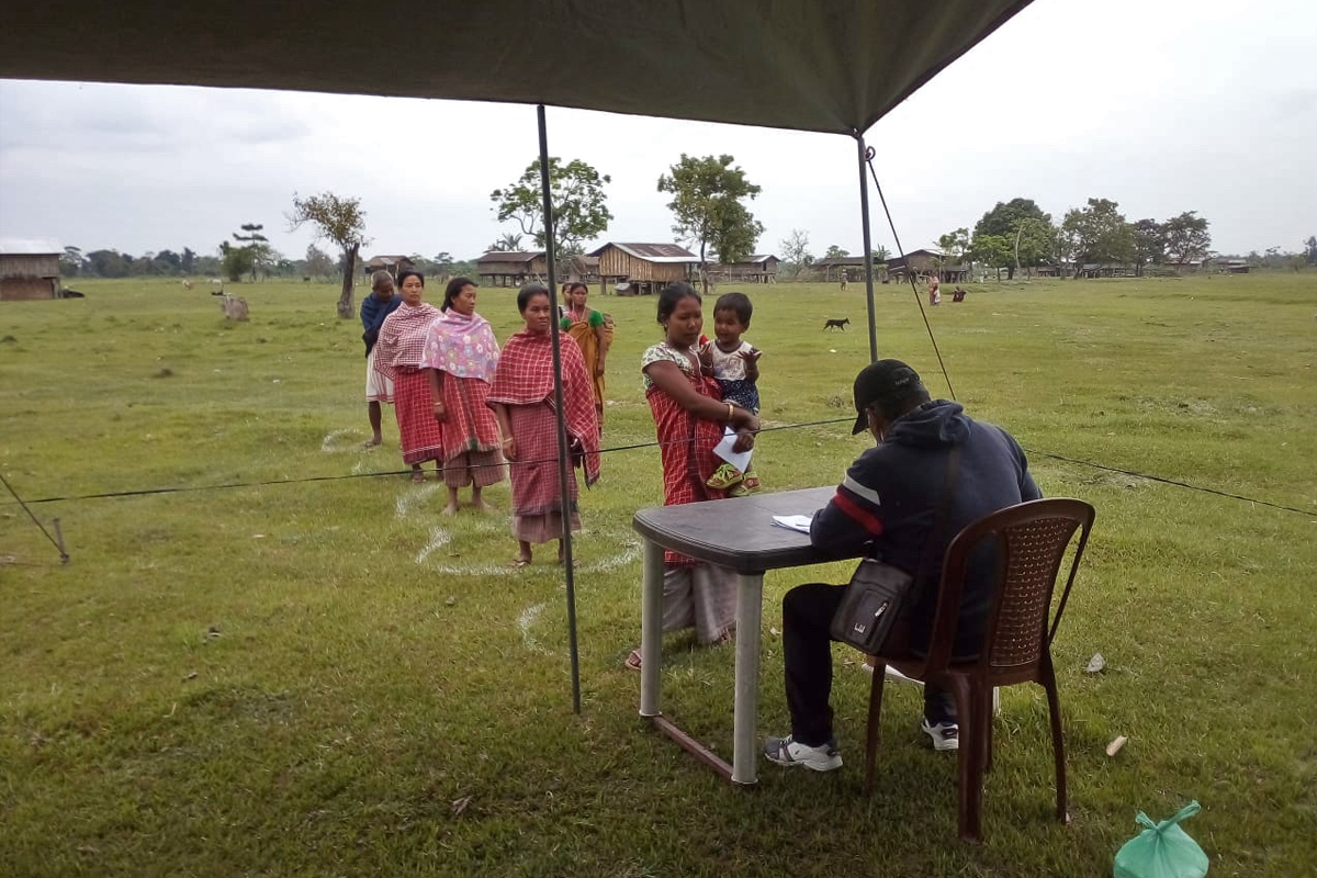 Riverine island dwellers maintaining social distancing during aroutine check-up. Photo from Dibrugarh Boat Clinic.