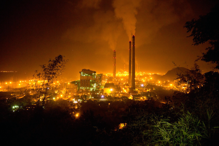 Coal-powered thermal plant in Singrauli. The government plans to introduce commercial mining of coal and enhance private investment in the mining sector. Photo by International Accountability Project/Flickr.