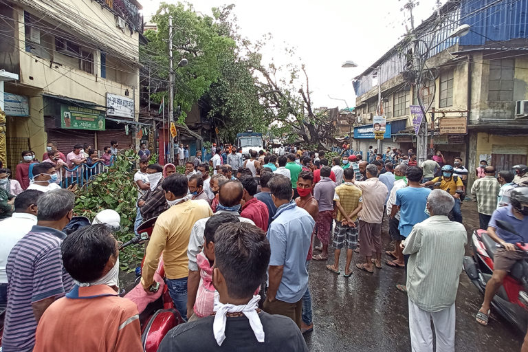 Residents in Kolkata hold protests demanding for electricity and water post Cyclone Amphan. Photo by Tirthankar Das.