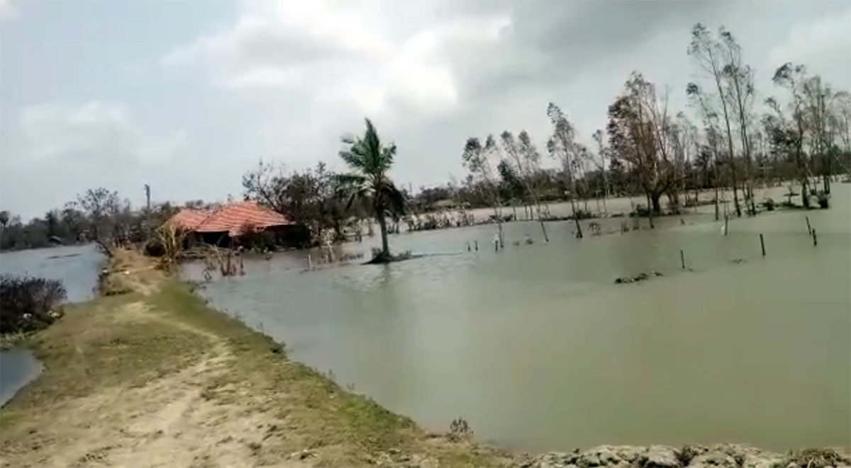 The embankments that line the islands in Sundarbans were breached due to the cyclone, resulting in excessive damage to property and livelihoods. Photo by Sudhansu Maity.
