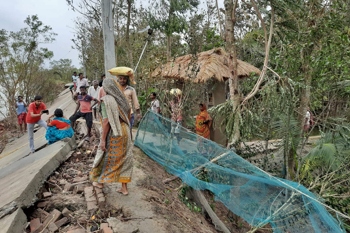 People in Bali island temporarily rebuild embankments after Amphan left a trail of devastation. Sundarbans has about 3122 km of embankment maintained by the Irrigation & Waterways Department. Photo by Anil Mistry.