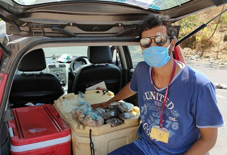 Ganesh Nakhawa's car turned into a delivery vehicle during the lockdown. As part of newer practices, fishers are aiming to generate a demand for and supply local varieties of fish. Photo courtesy Ganesh Nakhawa.
