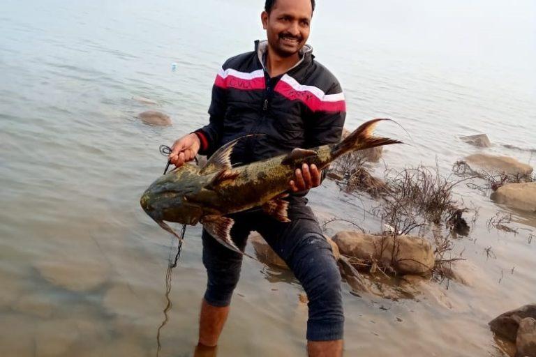 Jagat Ram Dewangan holding the Bodh fish. Photo from Jagat Ram Dewangan.