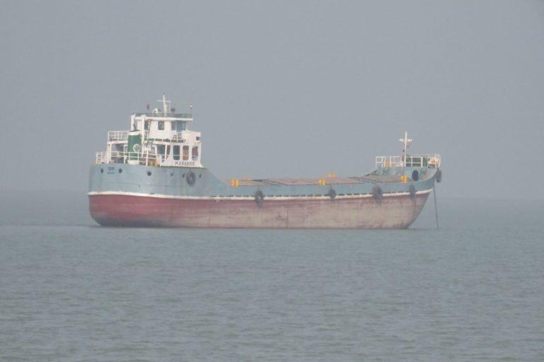 A vessel carrying fly ash near Kakdwip in West Bengal. Photo by Namrata Acharya.