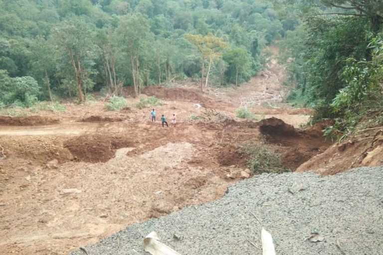The large landslide that occurred right next to the Anakkayam tribal colony during the floods of 2018. It is in such a disaster-prone area that the Anakayyam SHEP is to be constructed. Photo by Chalakkudy River Protection Forum.