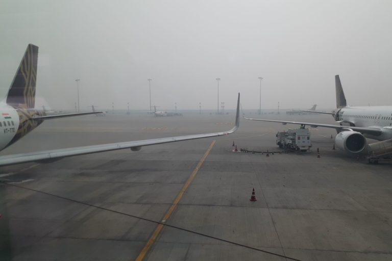 Smog over the Delhi airport in November 2019. Photo by S. Gopikrishna Warrier/Mongabay.