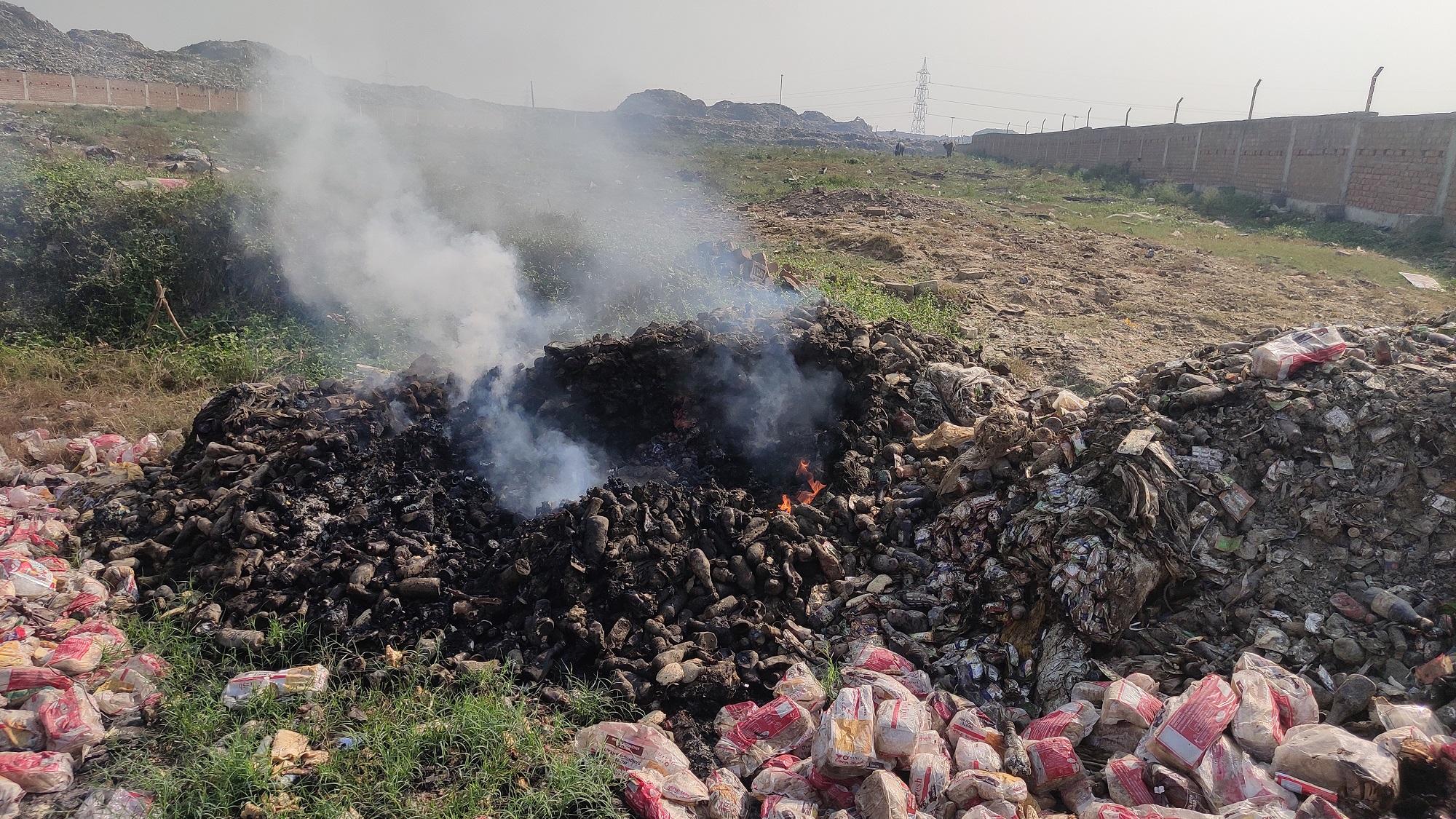 Solid waste is burt openly in air in Patna disregarding oil norms Photo Samir Verma