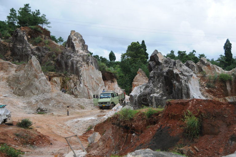 Small scale mining of marble stones in Mawkohngoh, Meghalaya. Photo by Sharada Prasad CS/Wikimedia Commons.