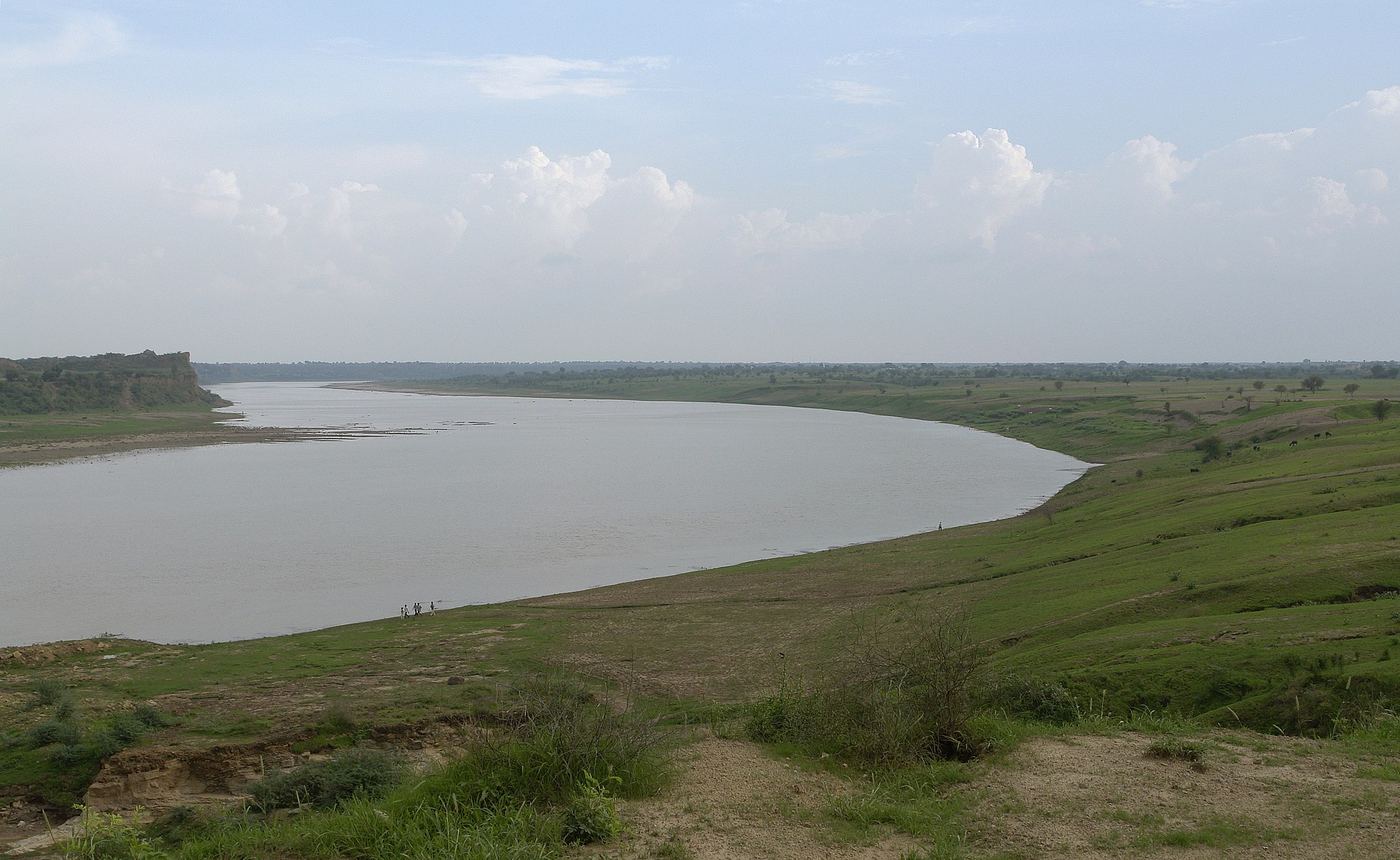 The Chambal river near Dhaulpur at the Rajasthan and Madhya Pradesh border. Photo by Yann/Wikimedia Commons.