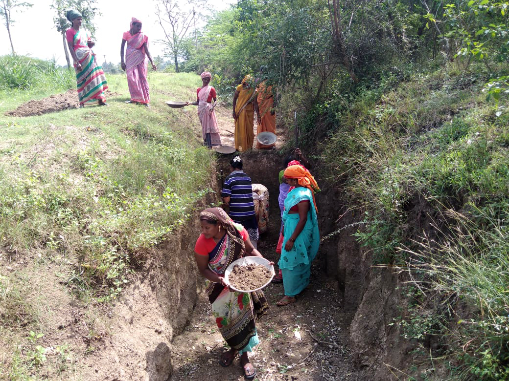 Women digging pits to facilitate groundwater recharge that eventually revived the Naganadhi river. Photo from Santha Ashokan.