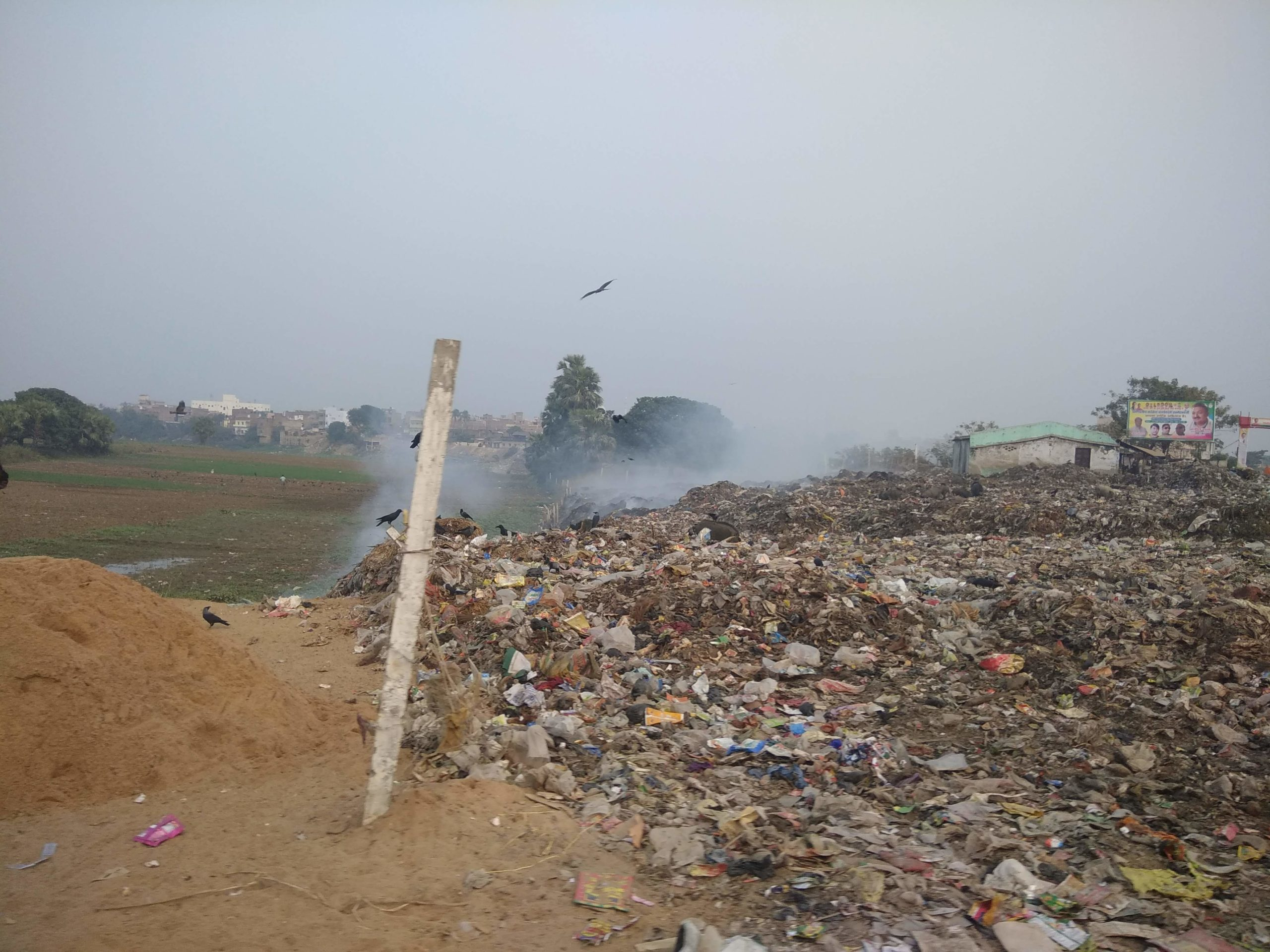 Burning of waste in the open is very common in the state. Photo by Rohin Kumar.