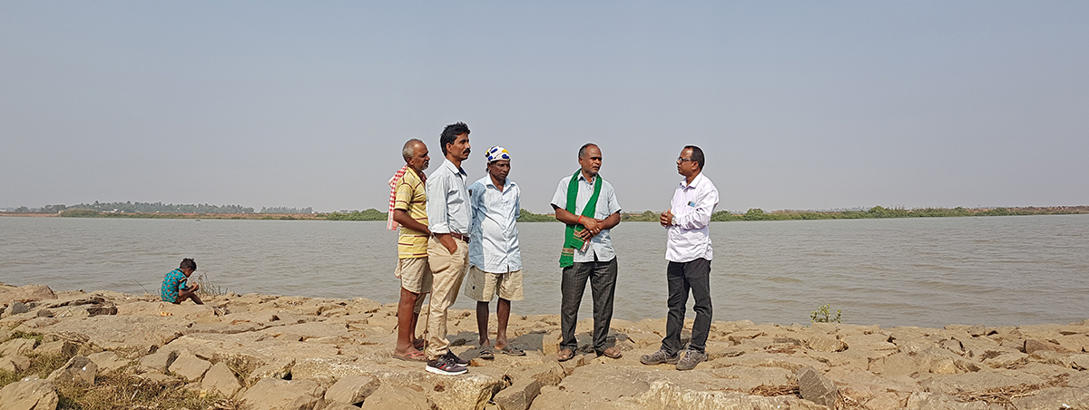 Villagers from Badakot and Kabi discuss the environmental issues of the area. The village lies along the periphery of Bhitarkanika, one of the largest mangrove ecosystems in India and a Ramsar site. Photo by Manish Kumar.