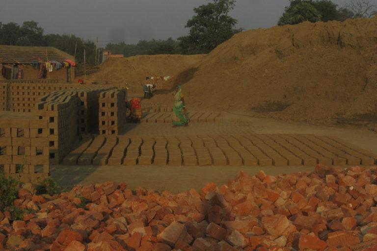 A brick kiln near the Bhanora opencast mine in Raniganj Coalfields. Photo by Aritra Bhattacharya.