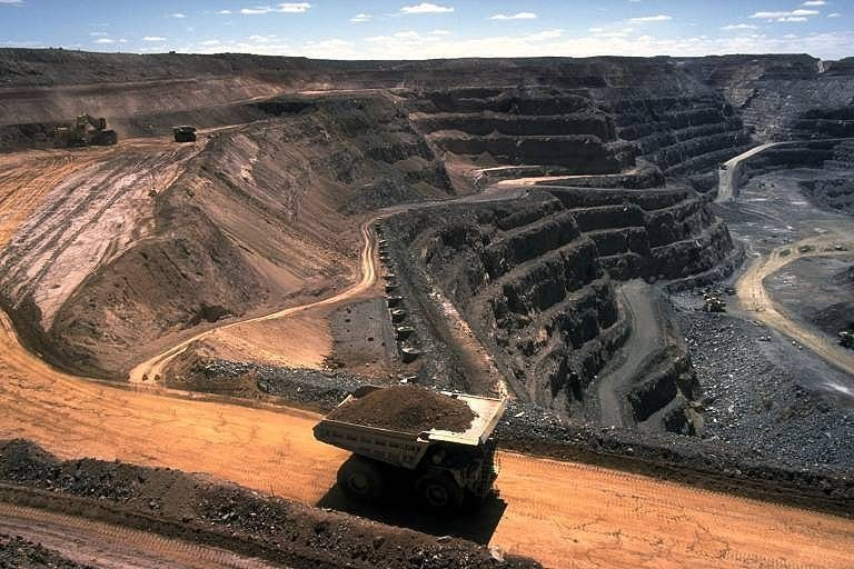 In 2020, India has taken a series of measures to encourage coal mining. Photo by Stephen Codrington/Wikimedia Commons.