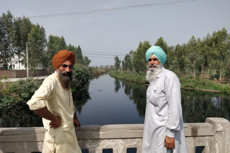 Gurcharan Singh (R) and Mandeep Singh (L) of Ludhiana's Gaunspur village who narrate how dirty water of Buddha Nallah has destroyed their crops in the past. Photo by Vivek Gupta.