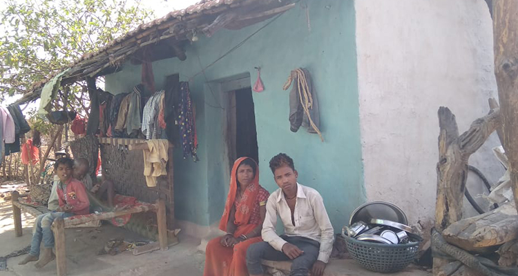 Hakki Bai with her family. She had got an LPG (Liquefied Petroleum Gas) connection under the Pradhan Mantri Ujjwala Yojana (PMUY) but, according to her, she hasn't been able to refill it regularly due to her unaffordability. Photo by Ramvishal Gond