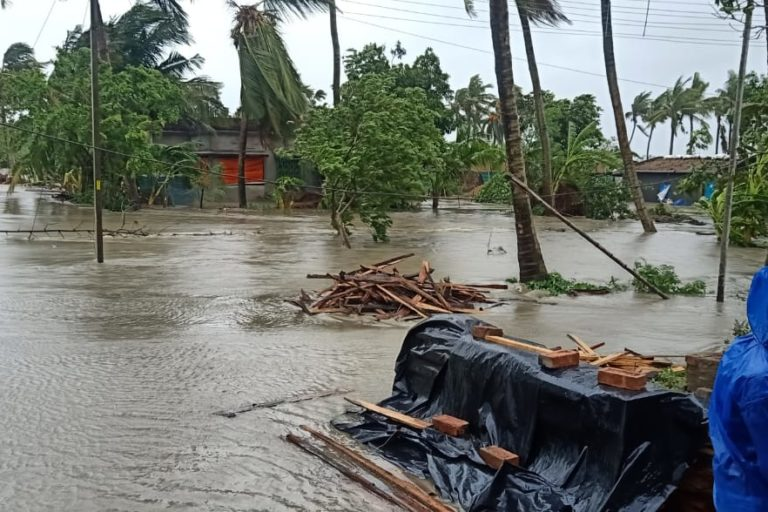 Waterlogging in a village at Contai-1 block in East Medinipur district of West Bengal. Photo by West Bengal Radio Club.