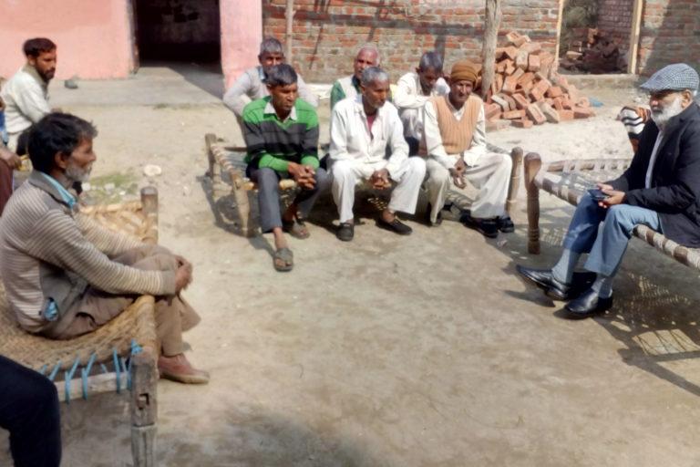Munnilal, a Tongia activist, in conversation with the Tongia men of Kaluwala village of Uttar Pradesh. Photo by Nishant Saini.
