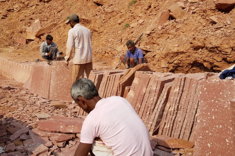Hundreds of workers are employed in the stone mines in Rajasthan and experts note that they often receive no care from the employers. Photo by Hridayesh Joshi.