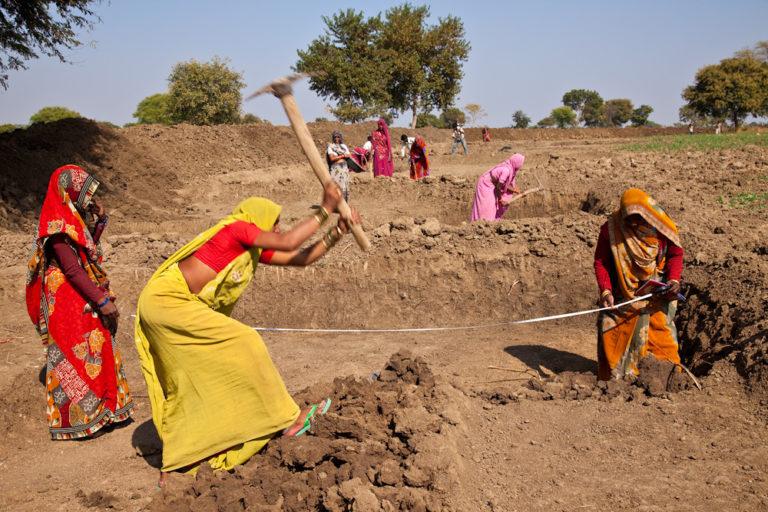 Women working at a MNREGA site in Uttar Pradesh. Photo by UN Women/Gaganjit Singh Chandok