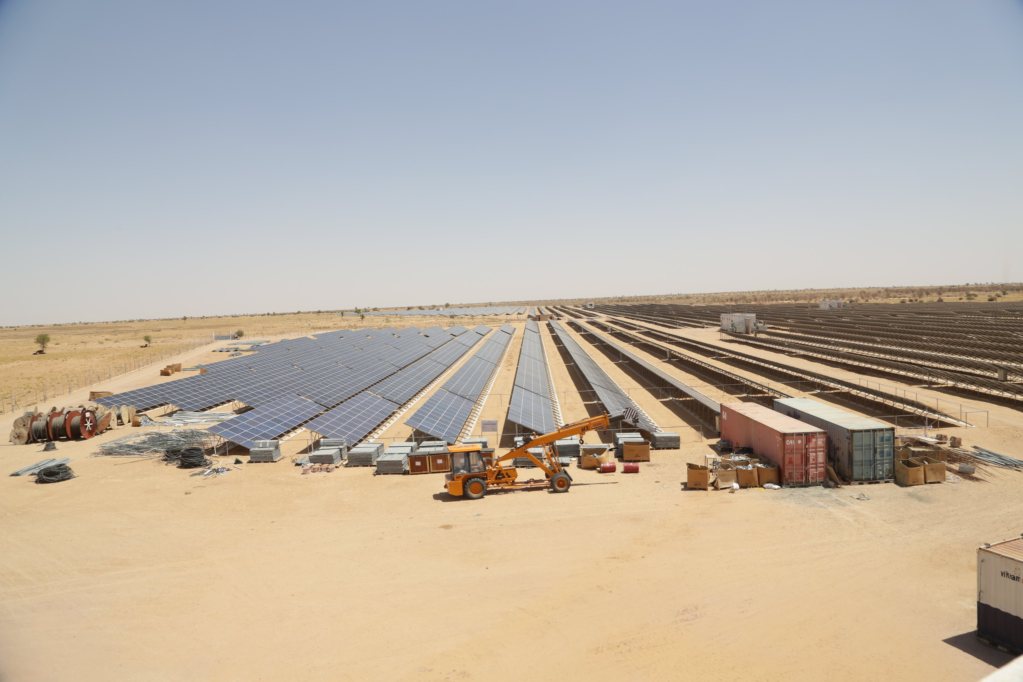 The government is pushing for large solar parks. Photo by Jitendra Parihar (Thomson Reuters Foundation)/Flickr.