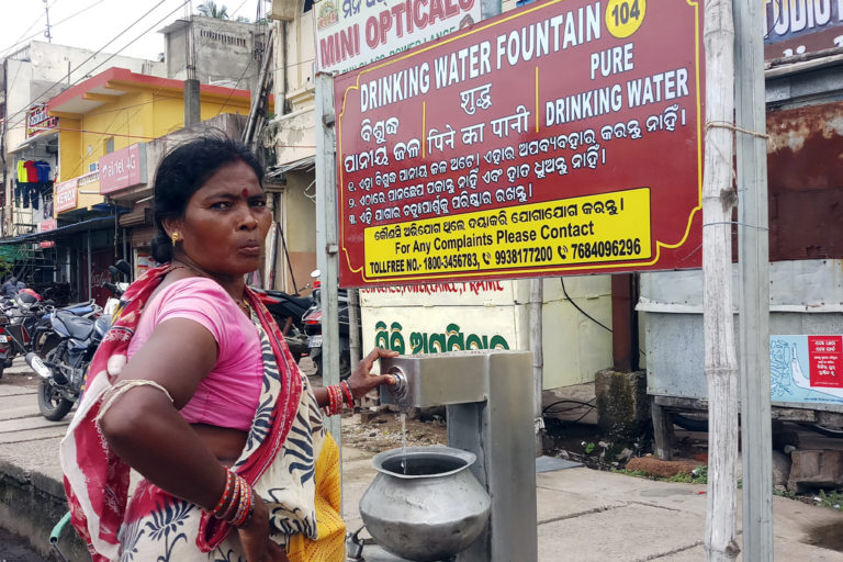 People using drinking water fountains along the Grand Road in Puri. Photo by Tazeen Qureshy.
