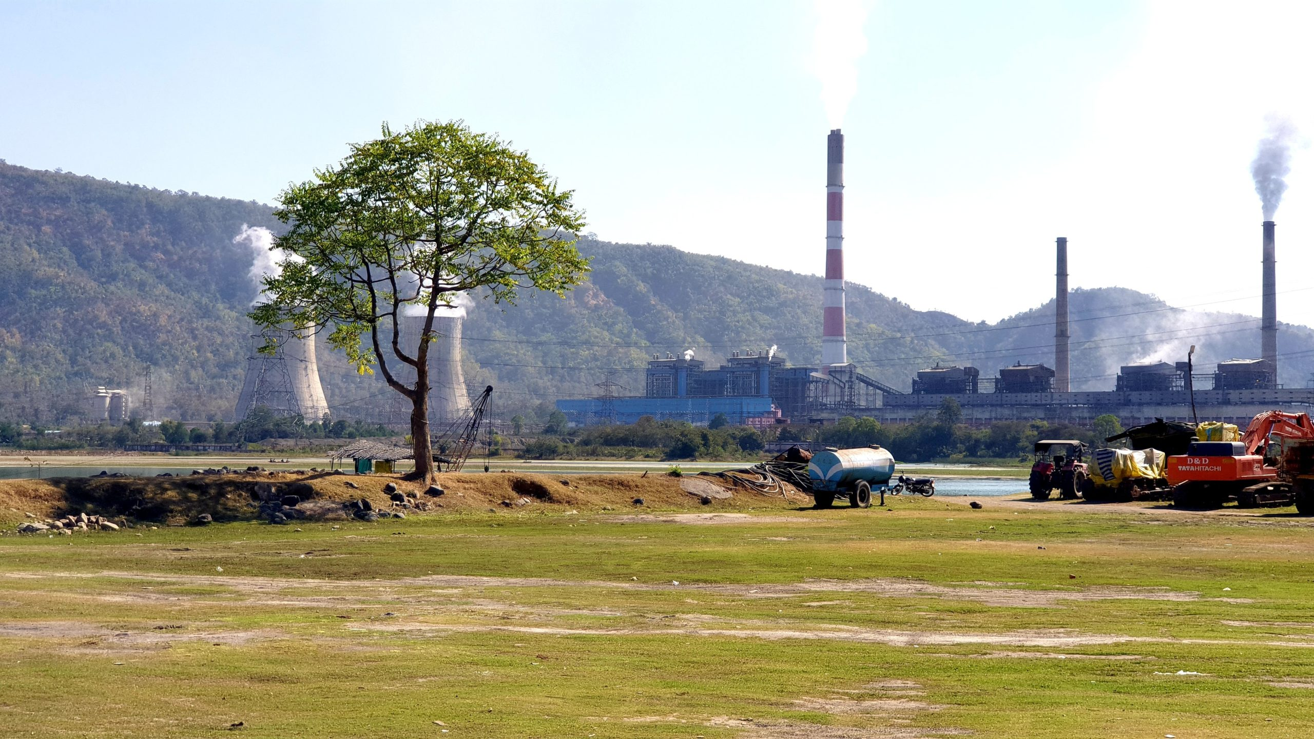 The analysis by the parliamentary panel reveals that the execution of the majority of thermal power plants across India was delayed and they faced massive cost overruns. Photo by Sheikh Sohel/Unsplash.