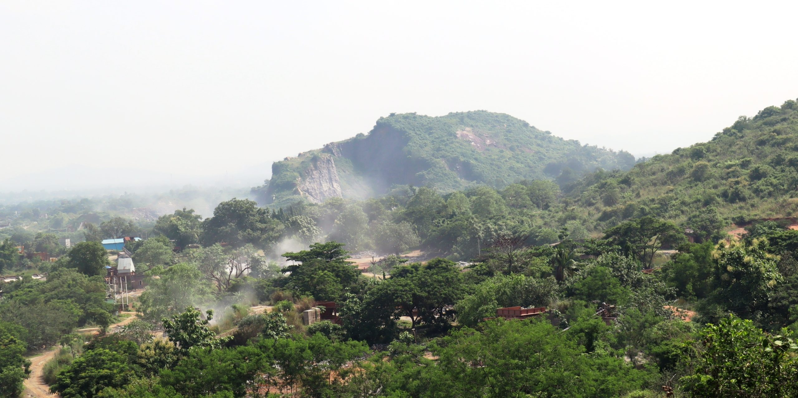 Dust emanating from the stone crushing units in the hills of Khurda. Photo by Manish Kumar.