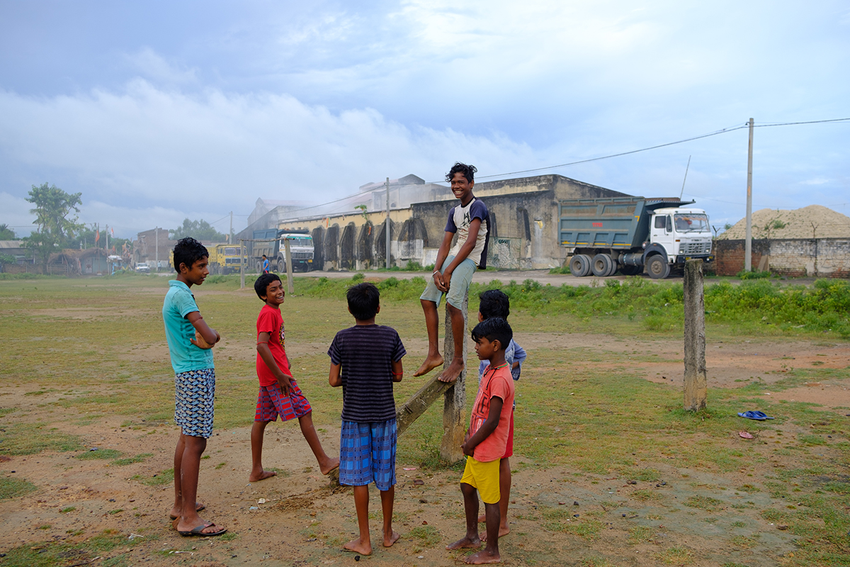 Children gather close to the China clay processing unit in Kharia village in Birhum, West Bengal. The village got its name from Khori, the local name for China clay. Photo by Subhrajit Sen.