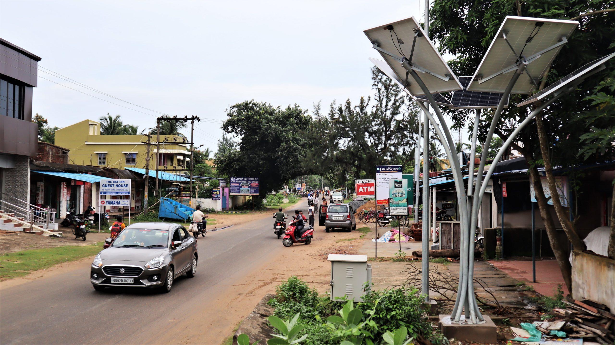 A solar tree at the roadside of Konark city. Photo by Manish Kumar/Mongabay.