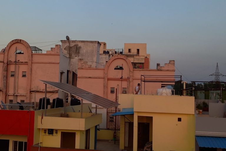 Roof top solar installed in Gulmohar Colony of Bhopal. Photo by Manish Chandra Mishra/Mongabay
