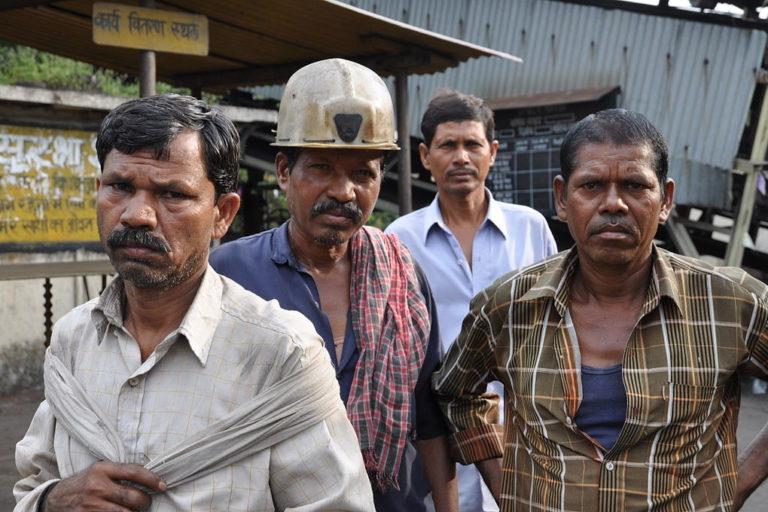 कोयला क्षेत्र में काम करने वाले कर्मचारी अक्सर किसी कर्मचारी संगठन से जुड़े होते हैं। फोटो- विस्वरूप गांगुली/विकिमीडिया कॉमन्स