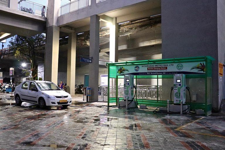 हैदराबाद में इलेक्ट्रिक वाहन चार्जिंग स्टेशन बनाया गया है। फोटो- आईमहेश विकिमीडिया कॉमन्स